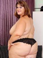 Erin Green shows off her big sexy at jeffsmodels.com