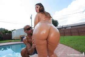 Watch Lexxxi's big sexy ass fucking at plumperpass.com
