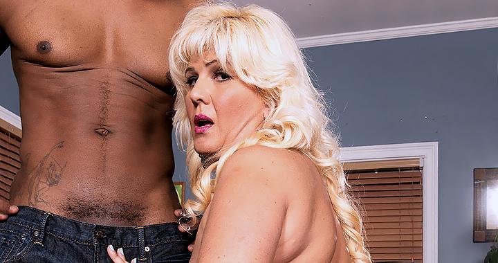 Platinum bbw princess Lori Saurez gets naked with a hung black stud